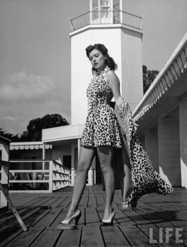 Cruise wear in de jaren 40, LIFE magazine. Blijkbaar was panterprint toen ook hip! Ik vind het een prachtige elegante outfit, maar het panterprintje hadden ze van mij achterwege mogen laten...Still don't like it!