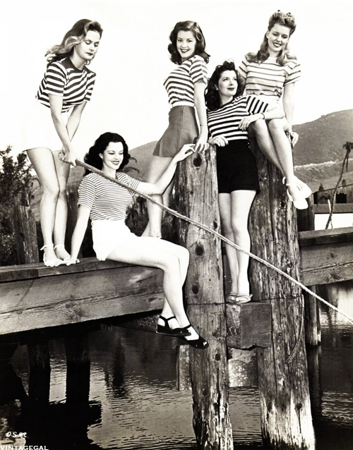 Hollywood sterren, Barbara Bates, Karen Randle, Poni Adams, Kerry Vaughn en Jean Trent, 1945.