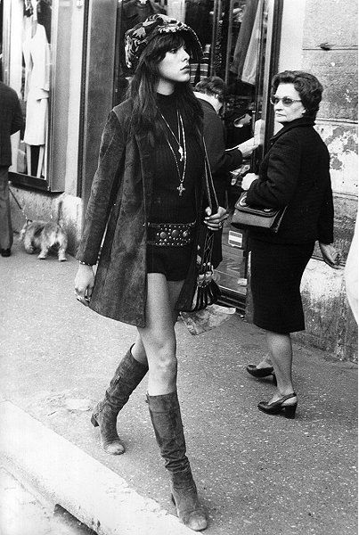 1970's Cool Bohemian look. She looks só fierce. Love this.