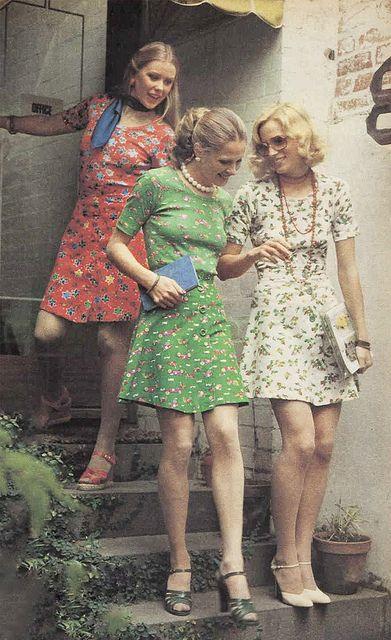 23 oktober 1974, floral skirts en matching tops.