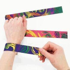 De échte jaren 90 slap bracelets.