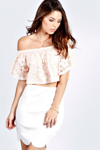 The cuteness! Jess Lace Off The Shoulder Frill Crop Top in Blush, €15,99.