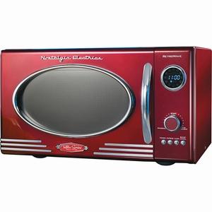Kook in stijl met deze Nostalgia Electrics Magnetron in rood. Het jaren 50 design gecombineerd met de chromen elementen zorgen voor een bijzondere 50's look. De buitenkant mag dan nostalgisch zijn, de binnenkant is dat zeker niet. De draaiknop met 12 presets, 800 watt kookkracht en 27 cm draaitafel zorgen voor al het modern gebruikersgemak wat je nodig hebt. De 25 liter inhoud geeft je genoeg ruimte voor alledaagsgebruik. Deze magnetron staat niet alleen leuk in de keuken, als ook in een thuisbioscoop of hobby kamer. Prijs €148. I so need this!