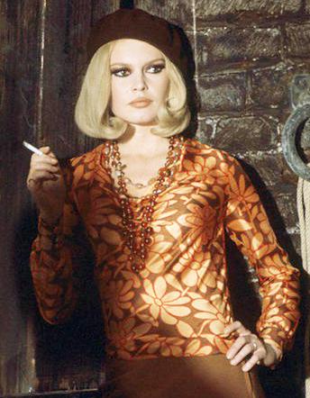 Once again, Brigitte Bardot. Met deze 1960s bobbed haircut  past het allemaal net even wat beter.  She looks beautiful!