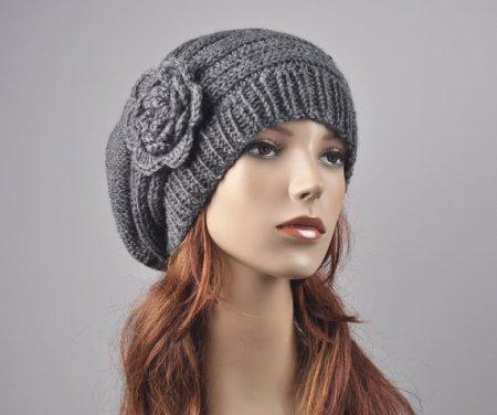 Hand Knit Hat - Oversized Beret Hat with crochet flower in Charcoal/ dark grey €30,28. Gevonden in de Etsy shop MaxMelody en