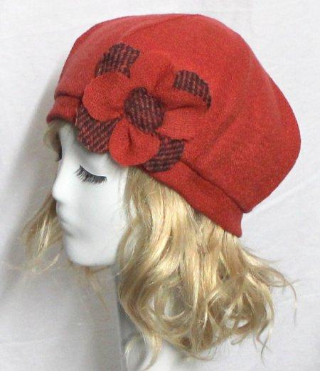 Beret Hat- Orange Red Vintage Wool -with Flower €51,79. Gevonden in de Etsy Shop Bellastarrhats en