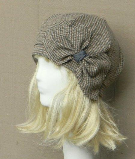 Beret Hat- Vintage Brown Herringbone Wool -with Bow. Gevonden in de Etsy Shop Bellastarrhats en