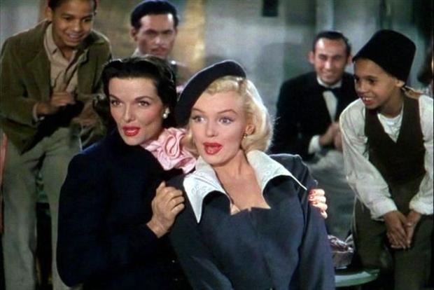 Marilyn Monroe mag natuurlijk niet ontbreken in dit inspiratielijstje! Zij droeg een prachtige baret in de vintage movie classic Gentlemen Prefer Blondes. Pretty!