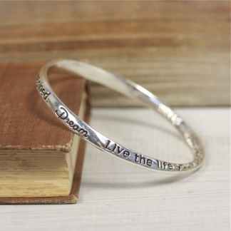 'Dream, Live the life you have imagined' silver bangle, €11,95. Deze is