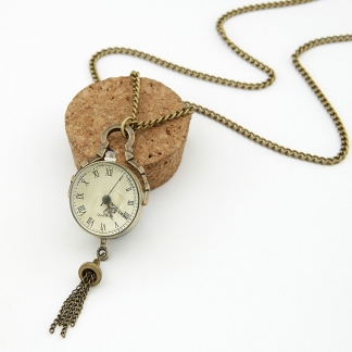 Vintage look watch necklace, 80 cm, €19,95. Deze is