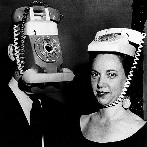 Ik ben gek op vintage telefoons. But this?? Die arme man!