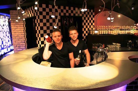 twin-stars-dj-cafe-bar