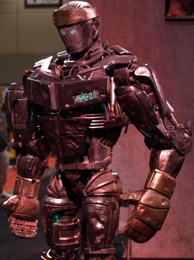 Zelf een eigenaar worden van een gevechtsrobot zoals uit de film Real Steel? Het Japanse bedrijf Sakakibara-Kikai verkoopt commerciële gevechtsrobots. Voor driehonderdduizend euro kun je er