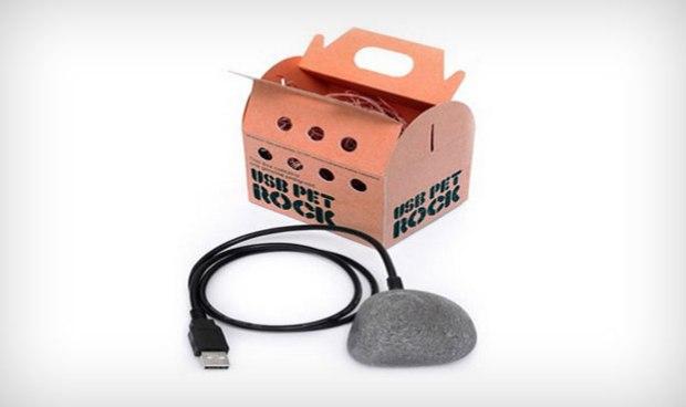 Wat? Ja een USB-steen als huisdier. Plug de USB in een vrije opening en de steen zal… niks doen. Iemand een origineel cadeau geven? Voor zes euro kun je 'm