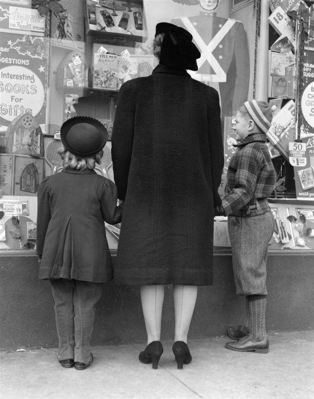 Vintage Christmas shopping.