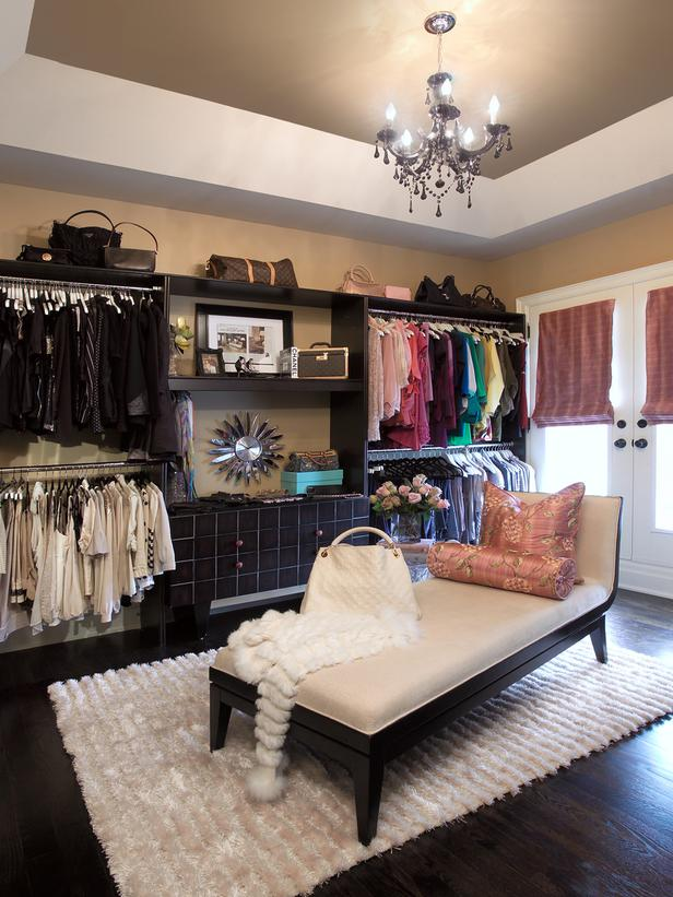 Original_House-of-Design-black-chandelier-in-closet_s3x4_lg