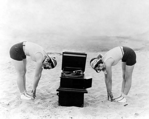 Dorothy Sebastian en Ann Harding, 1920s.