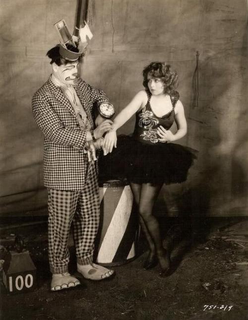 Clara Bow scared of clowns. I só dtt t