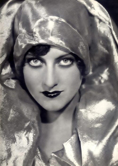 Joan Crawford, 1928.