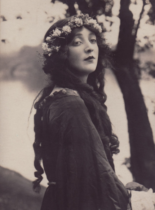 Gwen Richardson, 1921.