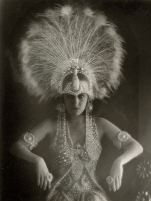 Gloria Swanson, 1920's.