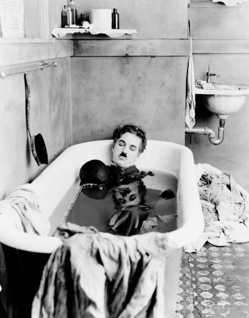 Charlie Chaplin op de set van 'Payday' in 1922.