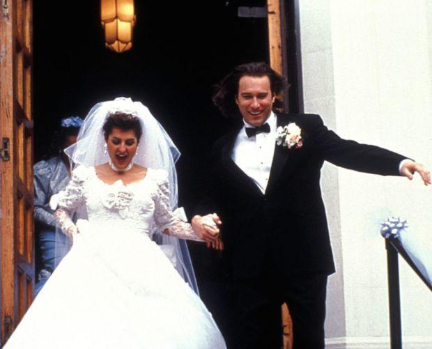 Zo zonde...In de film transformeerde ze van verlegen muurbloem naar práchtige vrouw. Waarna ze ging trouwen in een wanstaltig lelijke jurk! Why??