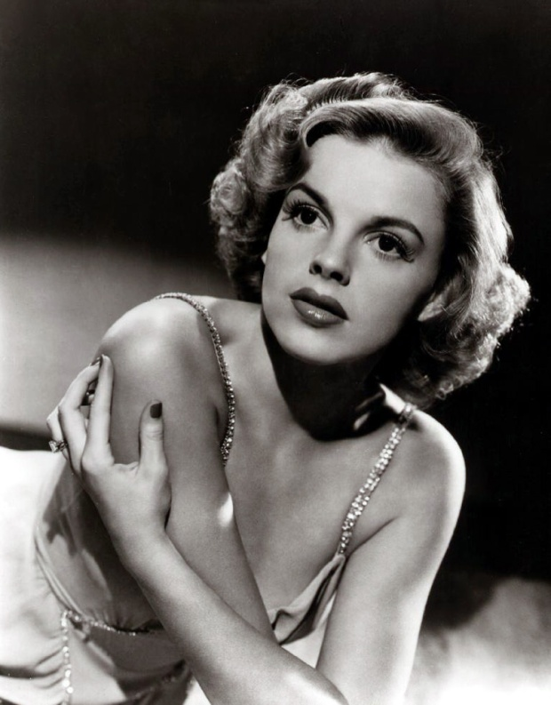 014-judy-garland-theredlist