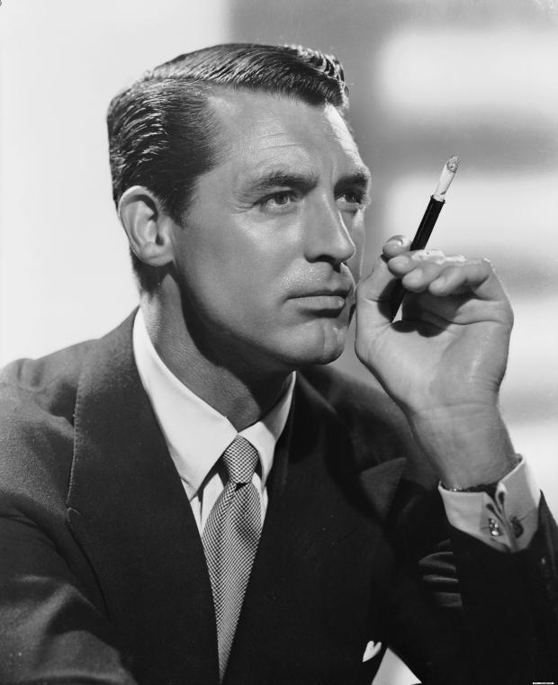 circa 1940: British born actor Cary Grant (1904 - 1986), born Archibald Leach in Bristol, wielding a cigarette holder. (Photo by John Kobal Foundation/Getty Images)