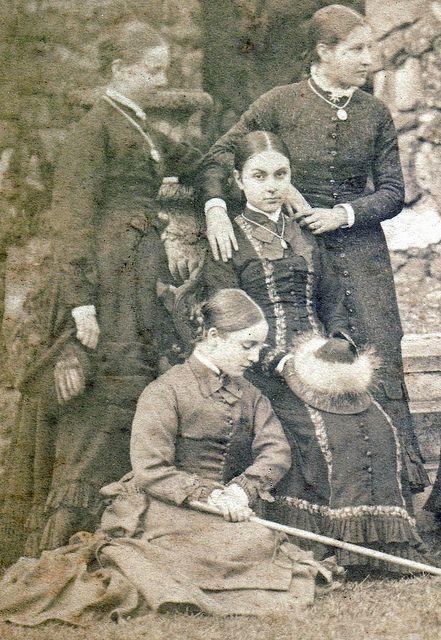 Victoriaanse schoolmeisjes. Circa 1870.