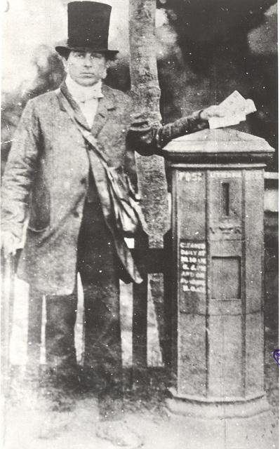 Hoe stijlvol was de postbode in het Victoriaanse tijdperk? Circa 1885.