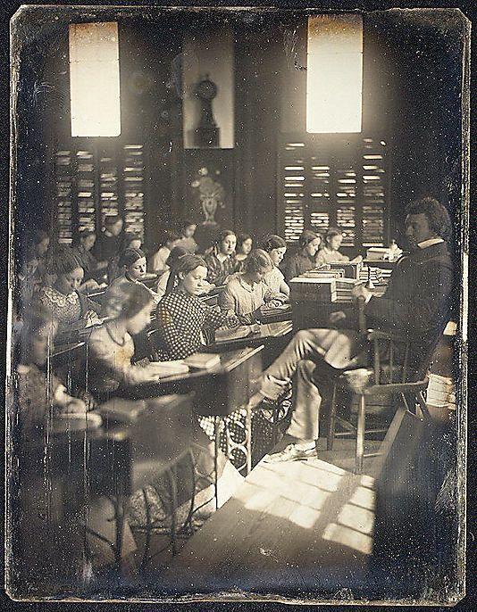 """Een klaslokaal in """"The Emerson school for girls."""" Circa 1850."""