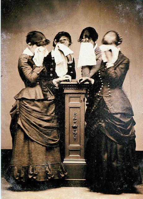 Victoriaanse vrouwen in de rouw.