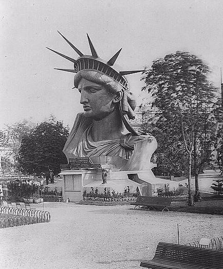 Het hoofd van het Vrijheidsbeeld in Parijs, 1878.