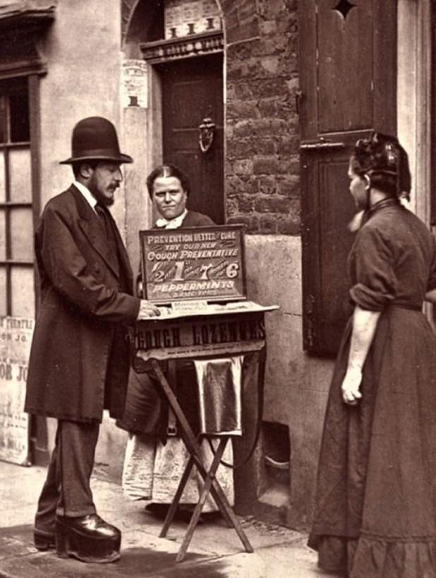 The street doctor. Victoriaans Londen. Circa 1876.