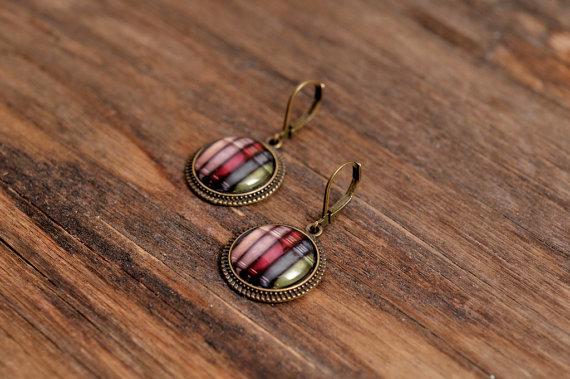 Bronzen oorbelletjes welke worden verzonden in een uberschattig doosje. Cute!