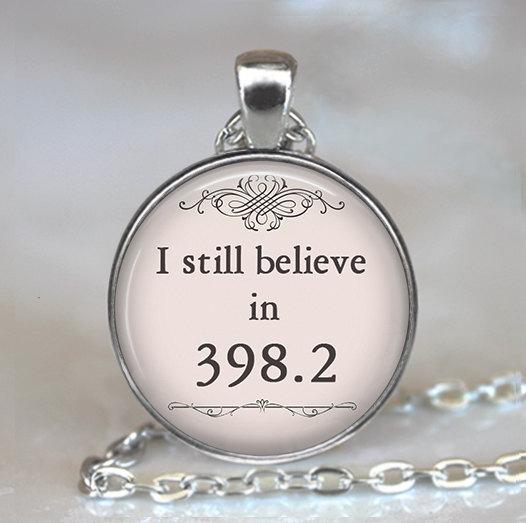 Oke, dit zou misschien toch wel mijn favoriet kunnen zijn. Ik ben nog steeds gék op sprookjes. Ook de stijl en uitvoering van deze ketting vind ik erg mooi.  (398.2 is the call number for the fairy tale section for the Dewey Decimal System.)
