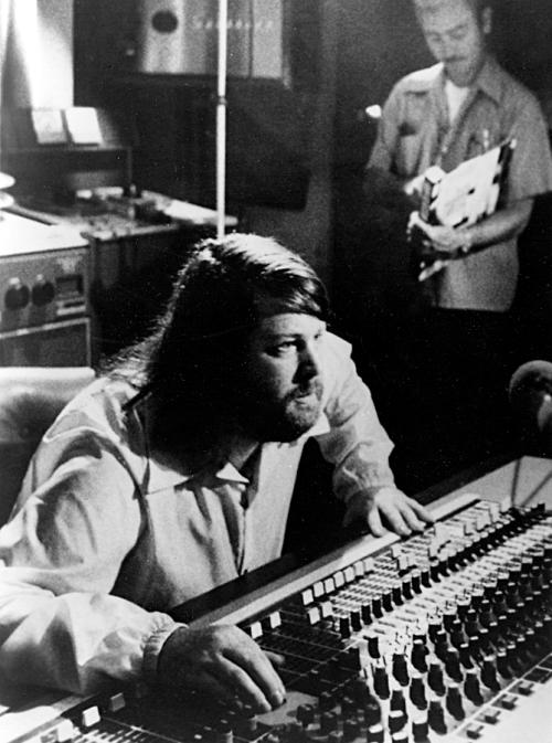Brian WIlson in de studio, 1976.