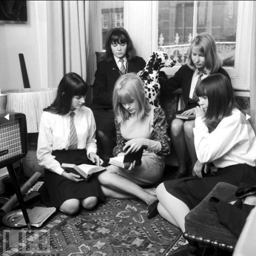School girl and pop star Marianne Faithfull with her school friends. 1964.