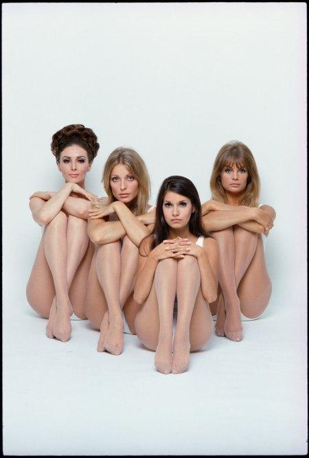 Wilhelmina Cooper, Sharon Tate, Josephine Attominoff en Jean Shrimpton, 1967.