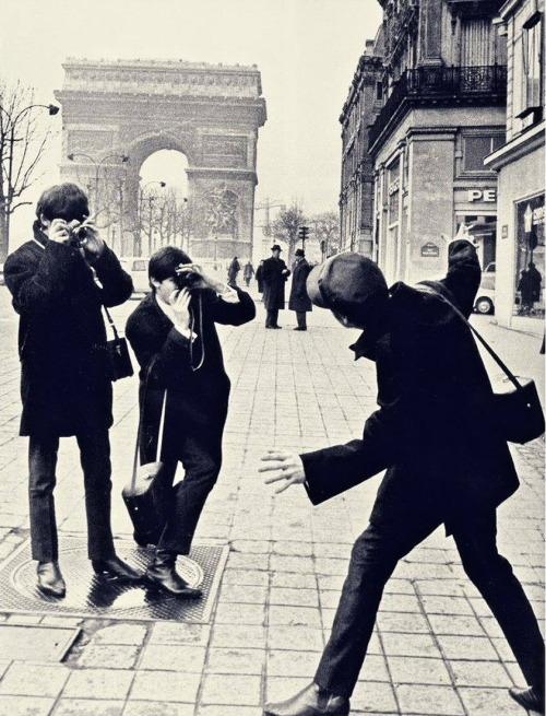 The Beatles, Champs-Elysées, 1964.