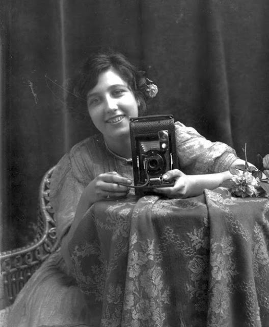Mirror Self Portraits from the Early Days of Photography (16)
